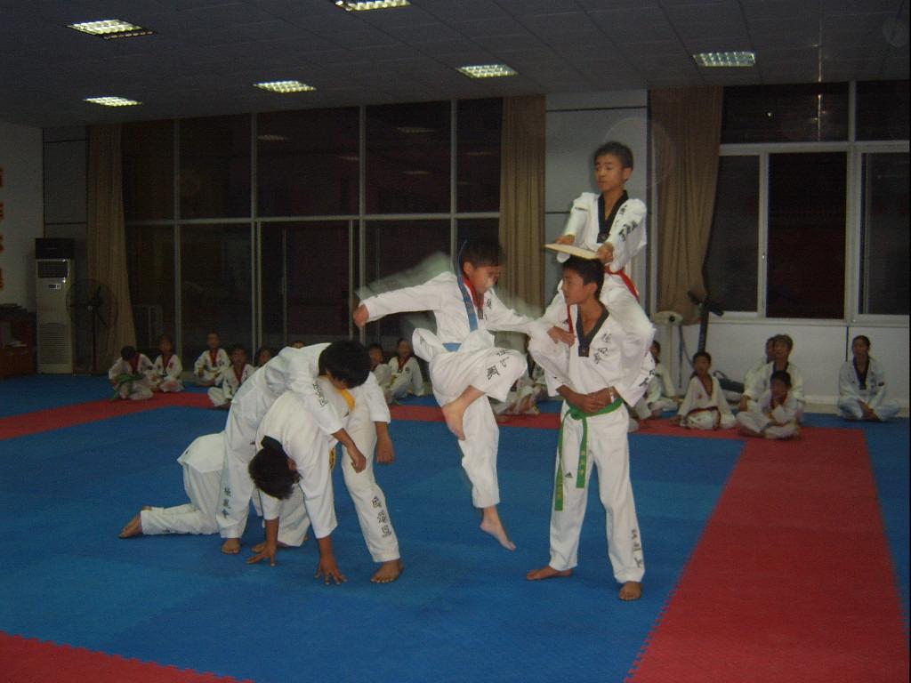 练习跆拳道是如何培养礼仪的