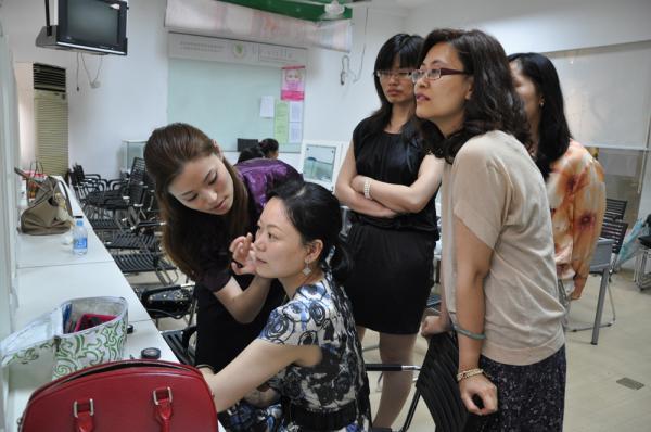 求2015年化妆师就业前景深度分析