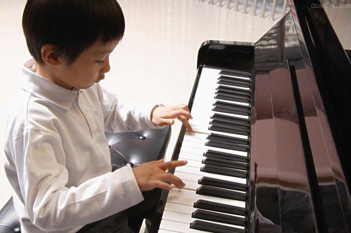 怎么判断我的孩子是否适合弹钢琴