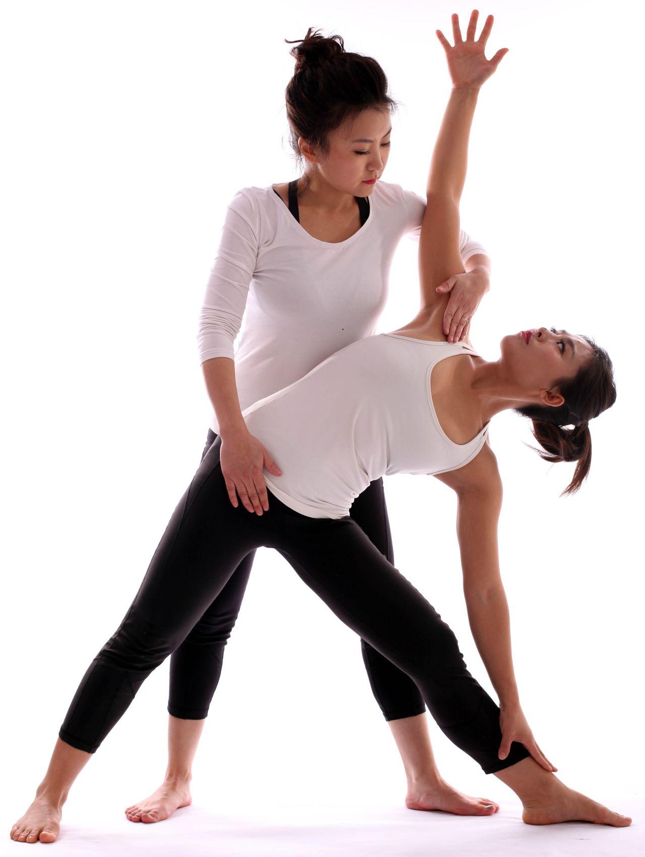 怎么通过瑜伽来缓解腰酸背疼的情形