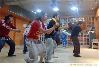 在舞蹈训练中软开度的训练有几种方法